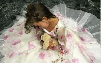 Imagine de poveste cu fetita Antoniei. Cat de frumoasa este micuta Maya in rochia Bellei din  Frumoasa si Bestia