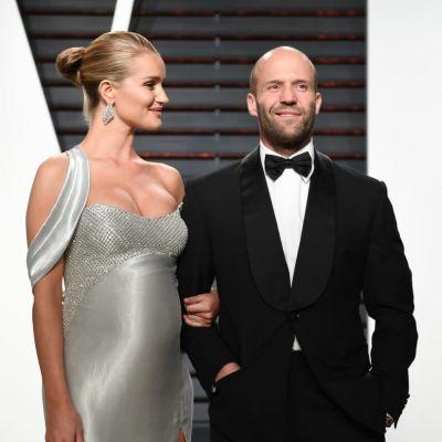 Iubita lui Jason Statham a nascut. Cum se va numi baietelul si ce imagine au postat cei doi parinti pe internet