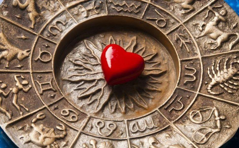 Horoscopul lunii august 2017: Racii traiesc o dragoste ca in povesti, iar Sagetatorii se bucura de o schimbare
