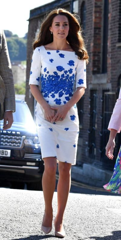 Sosia Ducesei de Cambridge, asaltata de fani. Cum arata femeia care seamana perfect cu Kate Middleton