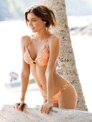 Dieta Victoria's Secret: ce mananca un model pentru a arata atat de bine