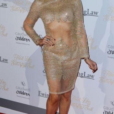 Cea mai sexy prezentatoare britanica a facut furori intr-o rochie transparenta. Cum arata Lizzie Cundy la 47 de ani