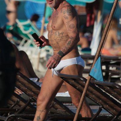 Cel mai extravagant barbat de pe internet, aparitie spectaculoasa pe plaja din Miami. Cum a fost surprins Gialuca Vacchi
