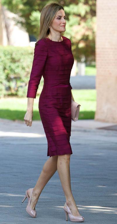 Regina cu silueta de supermodel. Cum arata Letizia intr-o rochie alba, foarte scurta