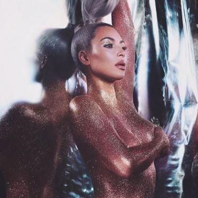 Kim Kardashian, goala si plina de sclipici. Cum s-a pozat vedeta
