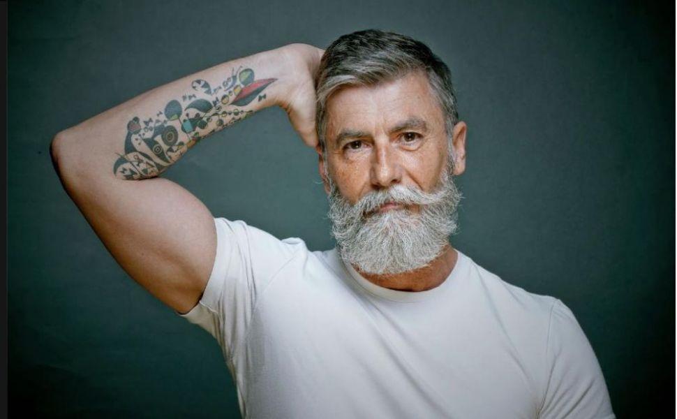 El este cel mai cool pensionar. Si-a implinit visul de a deveni model la 60 de ani. Vezi cum arata la bustul gol