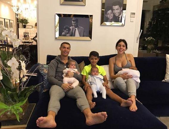 Vezi prima imagine cu chipul fetitei lui Cristiano Ronaldo. Cu cine crezi ca seamana al patrulea copil al fotbalistului?
