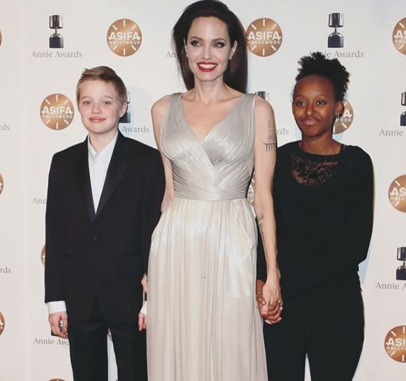 Ce sfat le da Angelina Jolie fiicelor ei. Acesta ar putea fi motivul pentru care Shiloh se imbraca precum un baiat