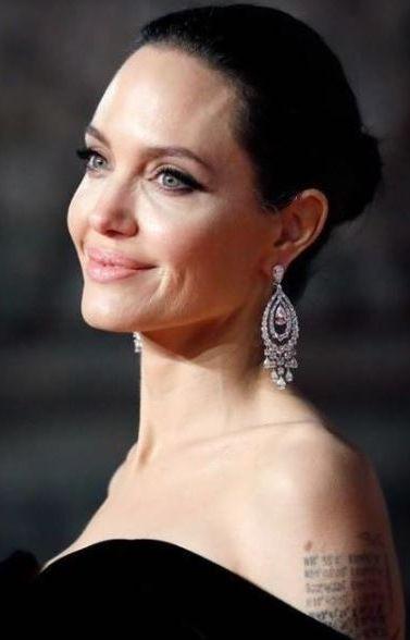 Angelina Jolie a ajuns piele si os din cauza bolilor. Cum arata actrita la 49 de kg