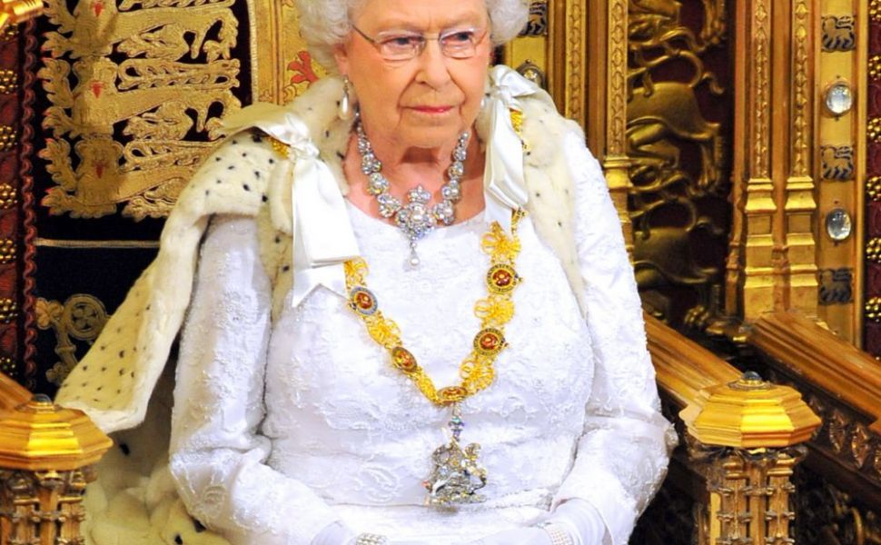 Aparitie uimitoare la Saptamana Modei de la Londra. La 91 de ani, Regina Elisabeta a facut senzatie