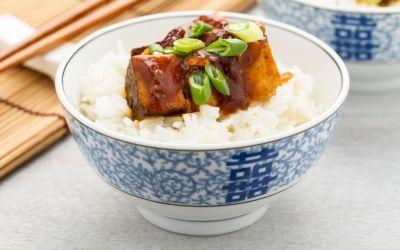 O rețetă ideală pentru vegetarieni: tofu în sos barbeque la cuptor