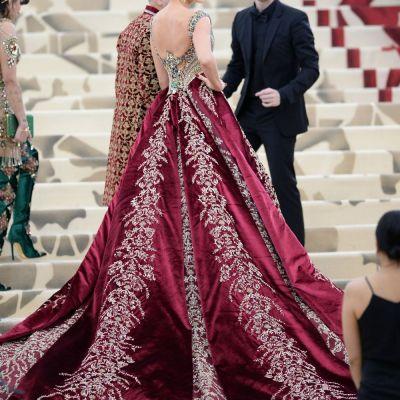 Topul celor mai opulente rochii de la MET Gala 2018. Au transformat ținutele religioase în outfituri provocatoare