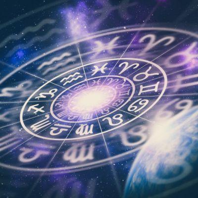 Horoscop zilnic 4 iunie 2018! Leii iau o decizie importantă astăzi. Vezi ce se întâmplă cu Scorpionii