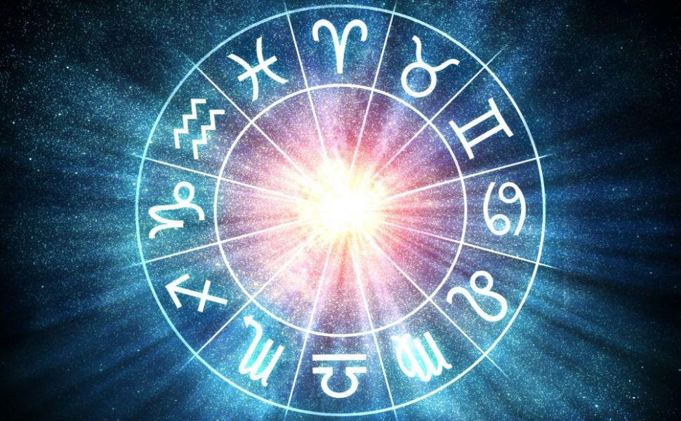 Horoscop zilnic 10 iulie. Leii suferă o dezamăgire, vezi ce se întâmplă cu Fecioarele