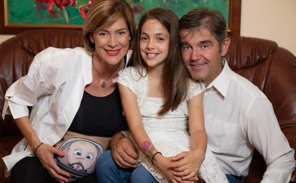 Roxana Ciuhulescu a devenit mămică. Prima fotografie cu bebelușul a topit inimile fanilor ei