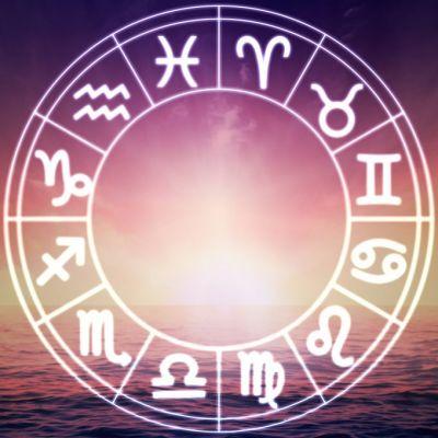 Horoscop 15 iulie 2018. Capricornii încep o poveste de dragoste, vezi ce se întâmplă cu Peștii