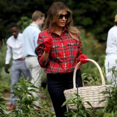 Melania Trump, ținta ironiilor pe internet, după ce a pozat în grădina de legume de la Casa Albă