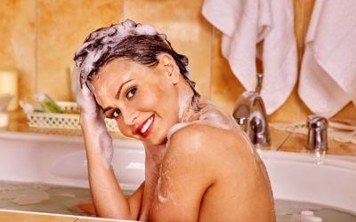 De ce nu ar trebui să-ți lași niciodată părul ud prea mult timp, după ce l-ai spălat