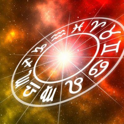 Horoscop zilnic 12 august. Balanțele își îndeplinesc dorințele, vezi ce se întâmplă cu Vărsătorii