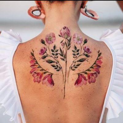 O artistă din Rusia face furori cu tatuajele florale incredibil de realiste. Cum arată modelele care cuceresc tinerii din lumea întreagă
