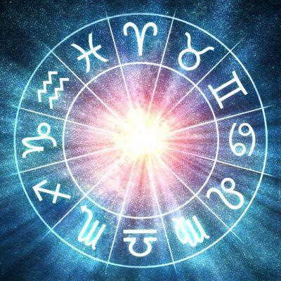 Horoscop zilnic 15 octombrie. Vărsătorii cuceresc persoanele din jurul lor, vezi ce se întâmplă cu Leii