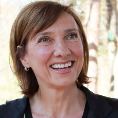 Ce ținută a ales Carmen Iohannis, în vizită la Episcopia Română din Italia