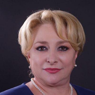 Viorica Dăncilă, așa cum nu ai mai văzut-o. Cum arata premierul României într-o ținută de inspirație musulmană