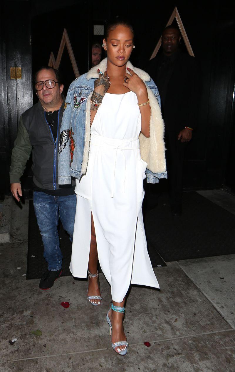 7 incaltari fabuloase pe care Rihanna le-a purtat vara