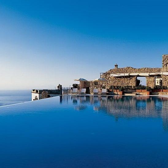 Vezi cum arata cele mai spectaculoase 8 piscine din lume for Cash piscine 8 mai