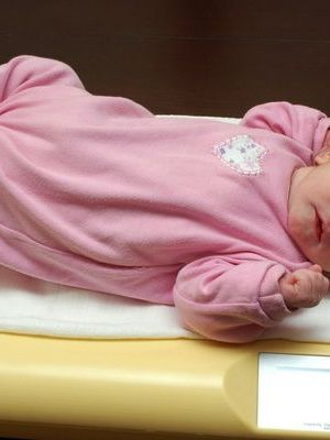 pierderea inițială în greutate a nou născutului)