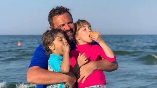 Horia Brenciu, fotografii adorabile din vacanță. Ce familie frumoasă are artistul!