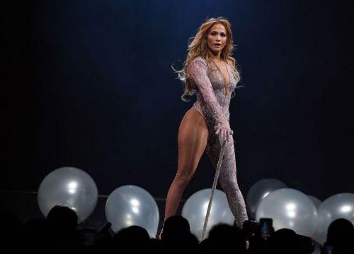 La 50 de ani, Jennifer Lopez arată de 25 în costum de baie. Fanii o consideră pur și simplu perfectă