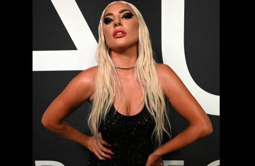 VIDEO Lady Gaga a căzut de pe scenă la un concert, cu un fan în brațe. Ce a făcut a doua zi