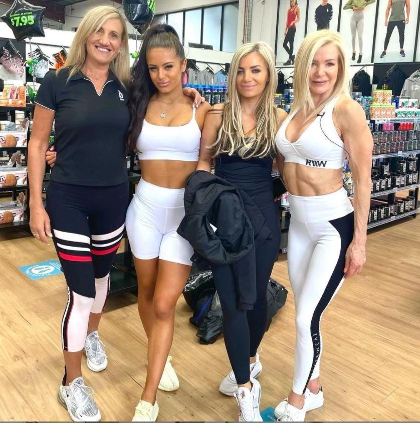 O antrenoare de fitness și-a convins bunica să vină la sala de sport. La 63 de ani, femeia a ajuns să arate mai bine ca la 40
